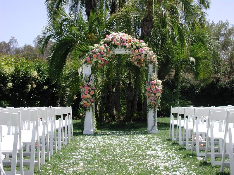 Magnolia and chairs aisle